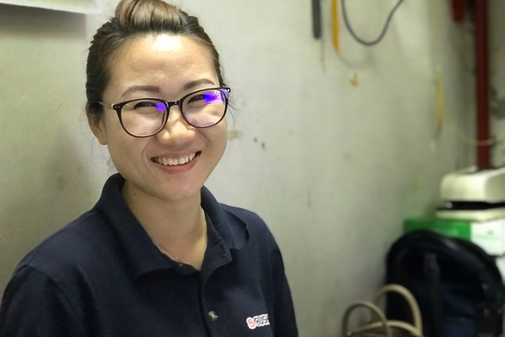 Su Lin - Smiling while serving a customer